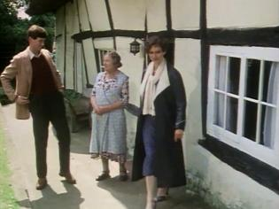 James Warwick and Francesca Annis with Doris Hare as Rose Pratt, outside Tibby's Cottage
