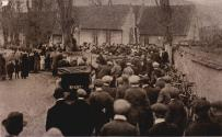 Crowds gathered outside St. Nicholas churchyard for the unveiling of the War Memorial on 14th November 1920.  Over a hundred men from the village had served in the First World War – a high proportion of the male population.  Note all the bicycles!